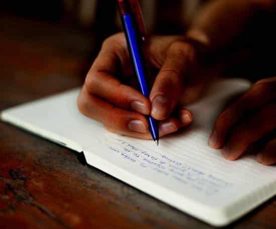 CONTINUO A SCRIVERE, poesia di Kesar Singh